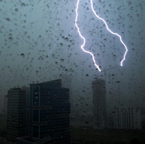 دانلود صدای باران و رعد و برق