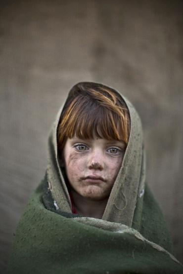 دانلود آهنگ افغانی در کشور ما جنگه همه تیر و تفنگه به ایران آمدیم بر سر ما آتش و سنگه