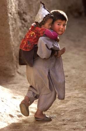 دانلود آهنگ سرزمین من خسته خسته از جفایی خواننده زن افغان