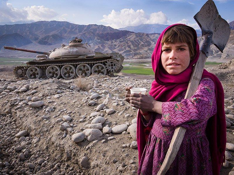 دانلود آهنگ افغانی می بوسمت در بین طالب ها نمیترسی با صدای دختر